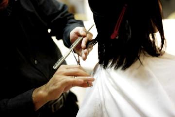 În ce constă concret un curs de frizerie și cum te poate ajuta ulterior