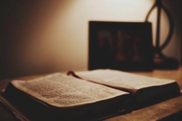 5 CĂRŢI DE SPIRITUALITATE PE CARE AR TREBUI SĂ LE CITEŞTI