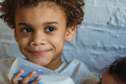 Alegerea laptelui potrivit pentru bebelusi – lapte lichid sau lapte praf?