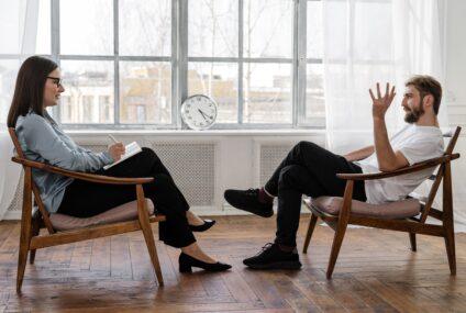 Psihoterapia – când ai nevoie de ea şi care îi sunt beneficiile